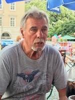 """Günter Bretz, 1. Vorsitzender der Bezirksstelle München der Marktkaufleute und Schausteller spricht von einem """"schmerzhaften Stich ins Herz""""."""